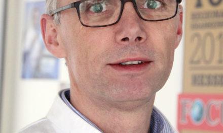 Ausgezeichnet: Klinik für Unfallchirurgie erhält dreimal drei Lebensbäumchen des AOK-Krankenhausnavigators
