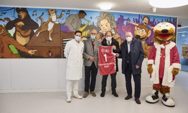 Telekom und Telekom Baskets Bonn bringen Farbe in den Krankenhausalltag am UKB