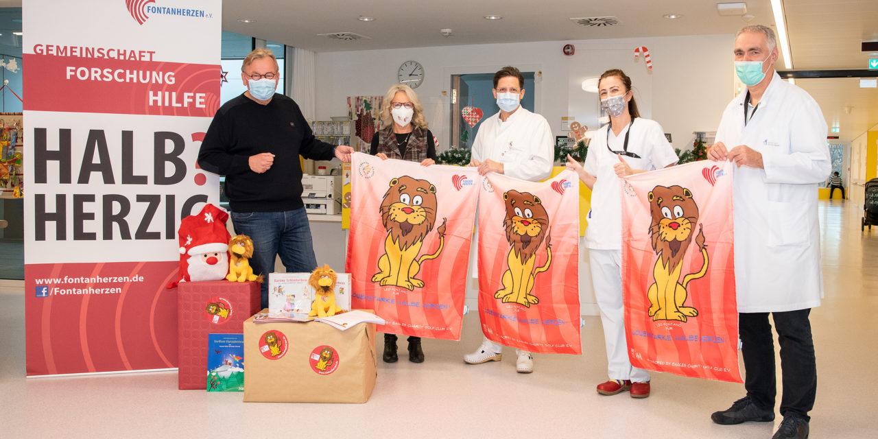Kuscheldecken für kleine EinkammerPatient*innen am UKB – Verein Fontanherzen e.V. und EAGLES-Botschafter Bernd Stelter überreichen Spende