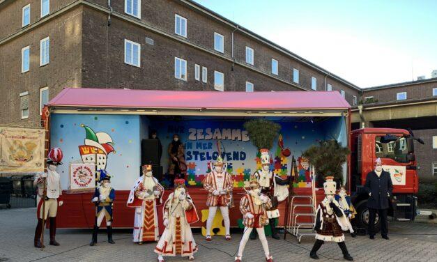 Kölner Dreigestirn und Kinderdreigestirn besuchen Patienten in Hohenlind