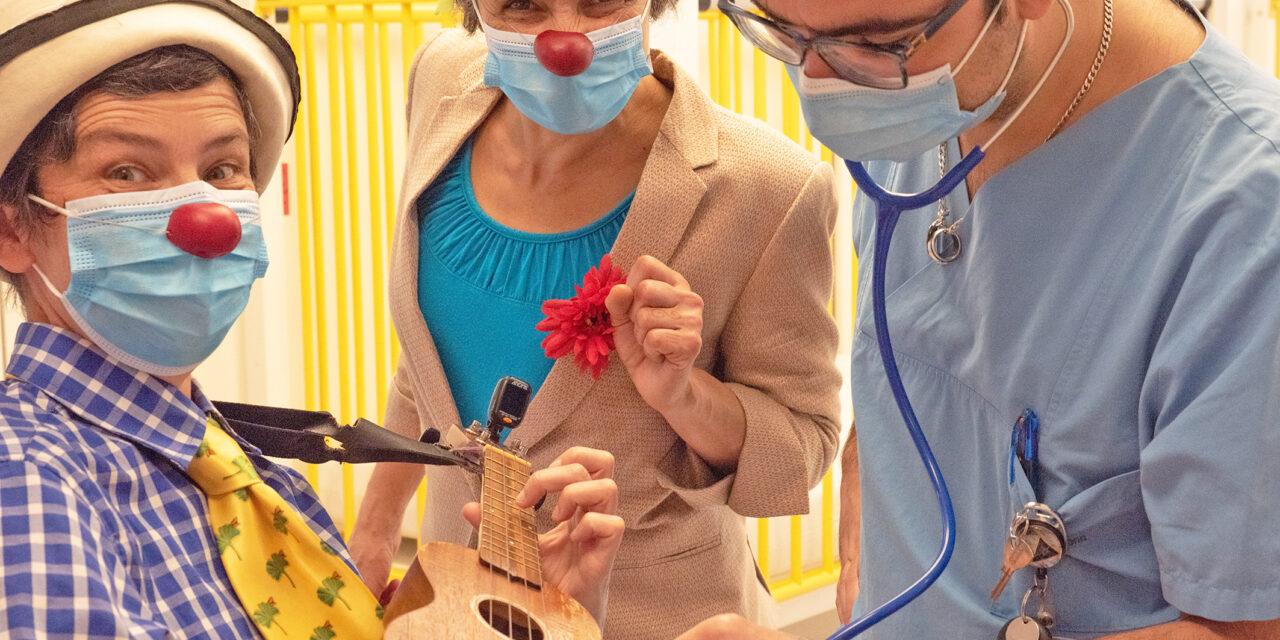 Clown-Visite zur Aufmunterung kleiner Patienten wieder möglich – Klinikclowns im ElternZentrum am Universitätsklinikum Bonn (UKB)