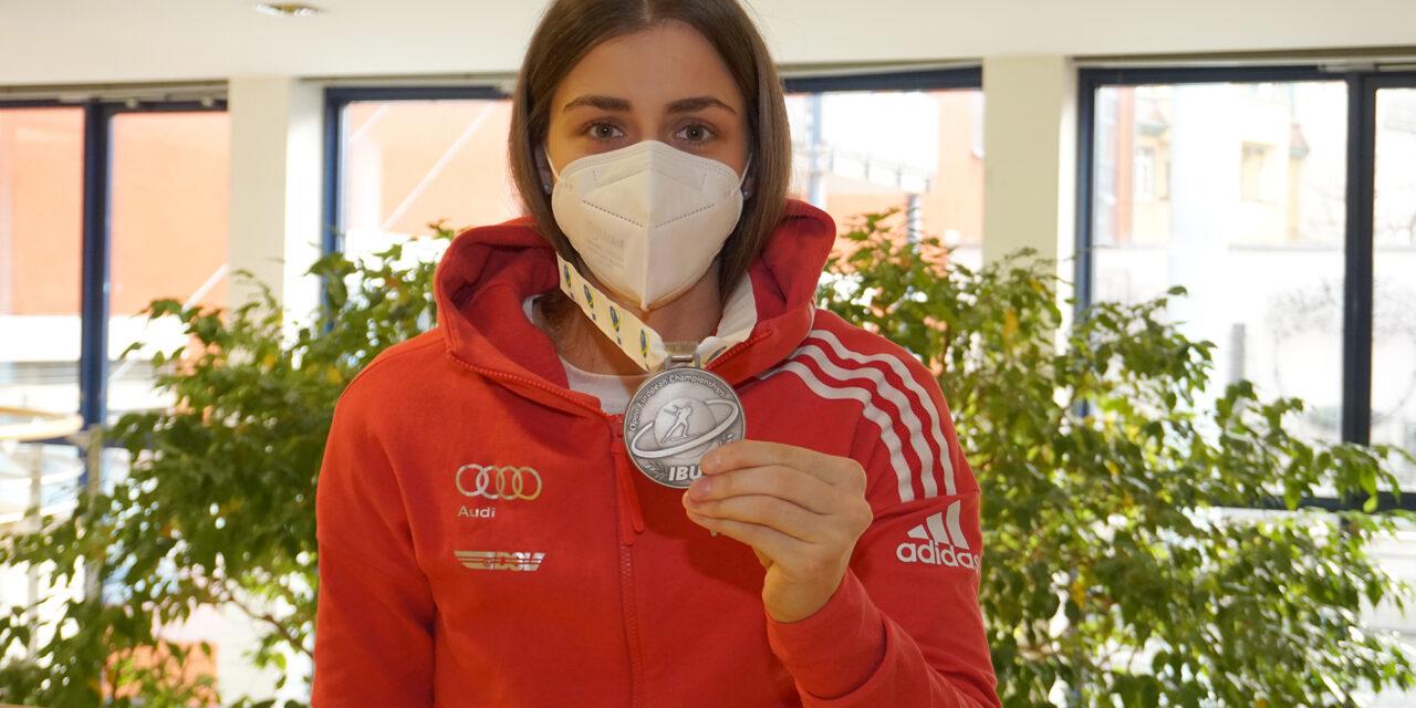 Nach Schulter-OP im Marienstift Arnstadt: Silber bei der Biathlon-EM für Vanessa Voigt
