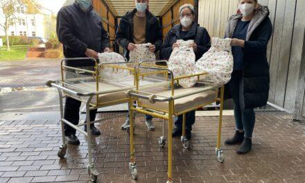 Klinikum Bielefeld: Geburtsklinik spendet Betten und Schlafsäcke an ukrainisches Krankenhaus