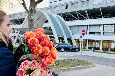Universitätsklinikum Freiburg verschenkt Rosen zum Internationalen Frauentag