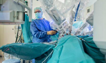 Prostatakrebs: Urolog*innen können mit OP-Roboter öfter Kontinenz und Potenz erhalten