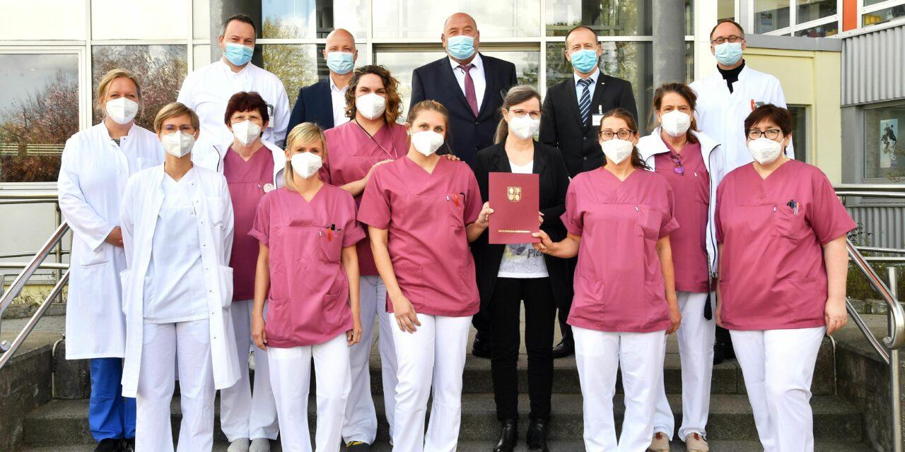 Gesundheitsminister Harry Glawe weist größte rheumatologische Akutklinik des Landes als Fachzentrum aus