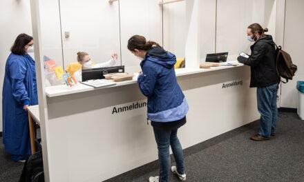 """Oster-Blitzaktion: UMG-Impfzentrum impft Mitarbeitende"""