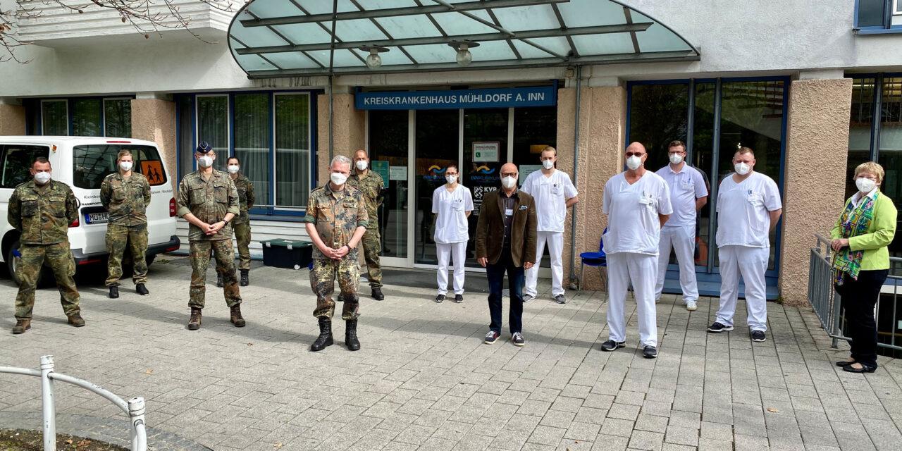 Generalarzt Dr. Bruno Most zu Besuch am InnKlinikum Mühldorf