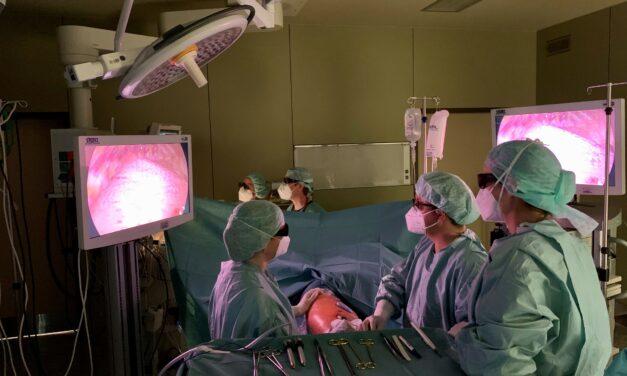 Klinikum Bielefeld führt erstmals in der Region eine minimal-invasive Operation eines Lungenkarzinoms in 3D mit speziellem System durch