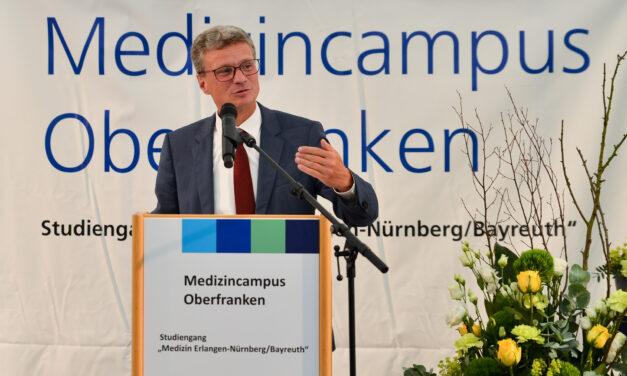 Richtfest am Klinikum Bayreuth:  Das erste Lehrgebäude des Medizincampus Oberfranken steht