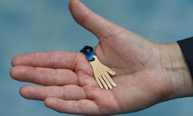 Hand Medal Project: Hand-Medaillen als Dank an UMG für Einsatz in der Corona-Pandemie