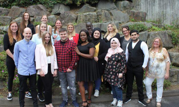 Erfolgreicher Abschluss für 15 Azubis der Akademie für Gesundheit